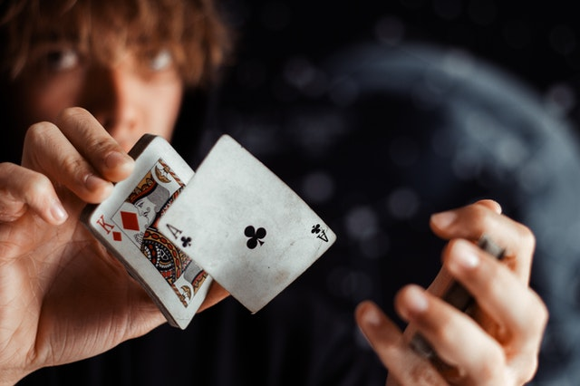 4 Advantages Of Prefer Playing Online Poker Instead Of Any Other Casino Game Available!