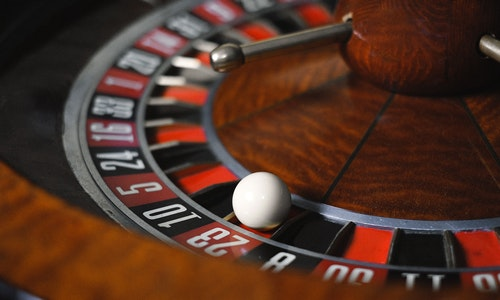 What is The Basic Feature of Online Gambling?