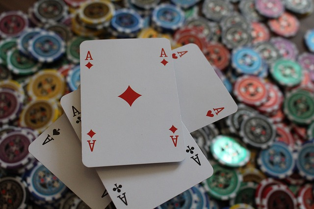 Why is poker online becoming more popular among gamblers?